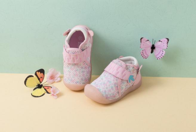 """一段学步鞋有什么讲究?冬季选鞋关键字""""仿赤足"""""""